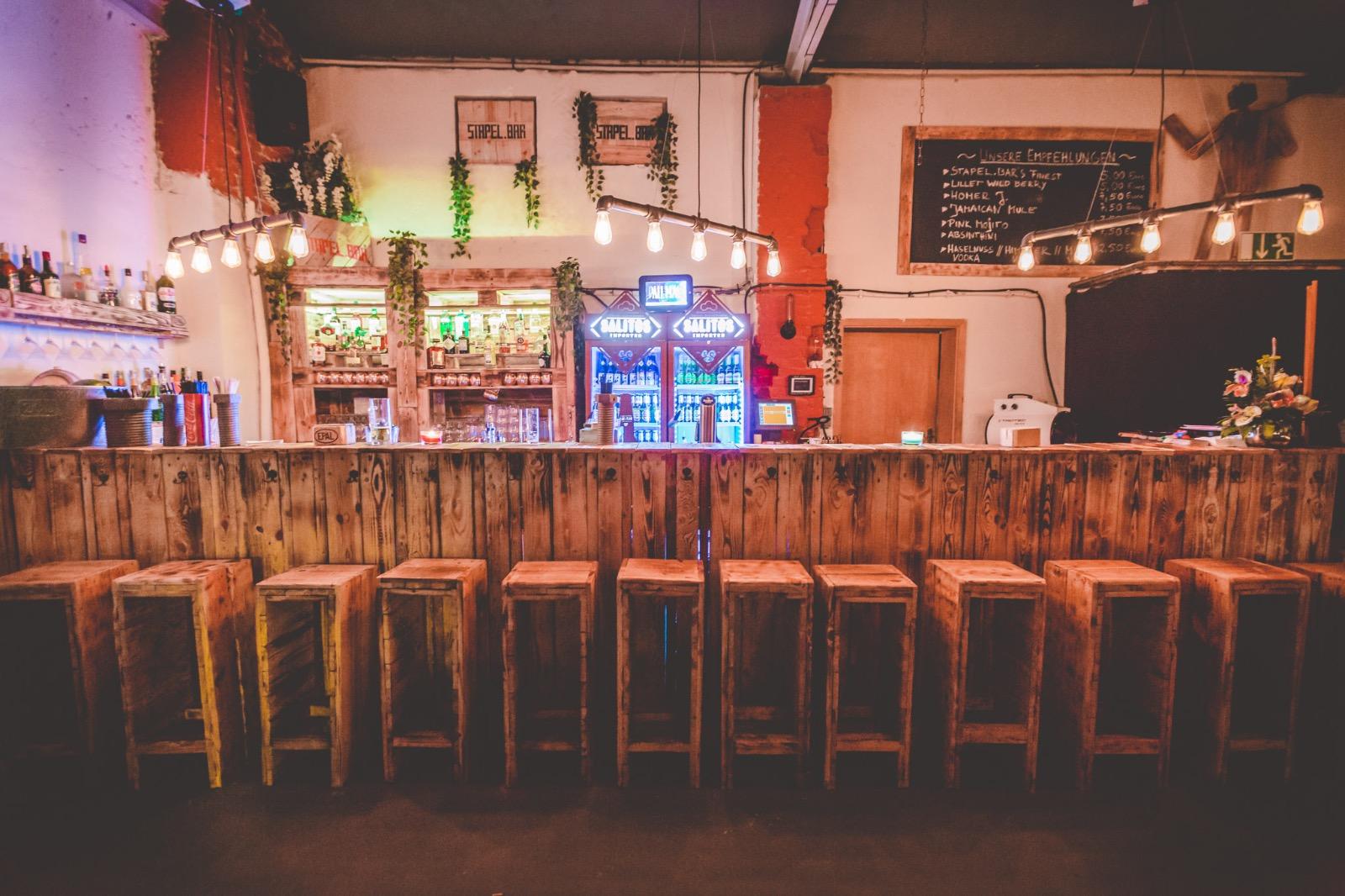 Stapel Bar Köln : die stapel bar stapel bar ~ Buech-reservation.com Haus und Dekorationen